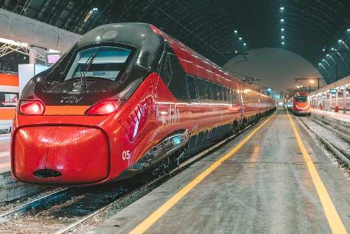 רכבת מהירה בתחנת הרכבת בונציה